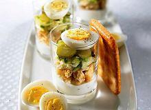 Cukinia, krakersy i jajka przepiórcze - ugotuj