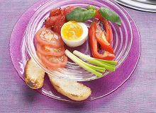 Jajka z pieczonymi pomidorami - ugotuj