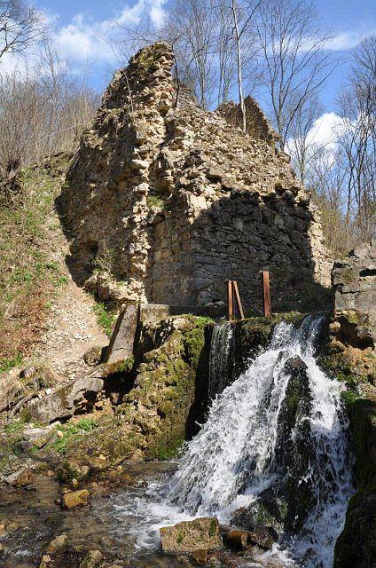 Małopolska, Czerna, Dolina Eliaszówki, ruiny tzw. ,,diabelskiego mostu