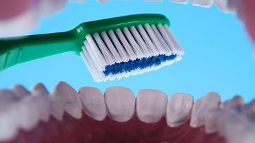 Aby uchronić sie od chorób zębów nalezy dbać o higiene jamy ustnej