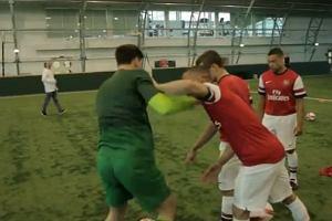 Arsenal też ma nowe koszulki, a ich promocyjne wideo zawiera Wojtka i to jest wystarczająca reklama