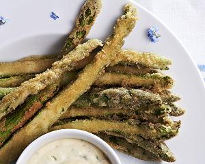 Smażone szparagi z sosem aioli