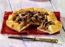 Pissaladiere - tarta z anchois i oliwkami - ugotuj