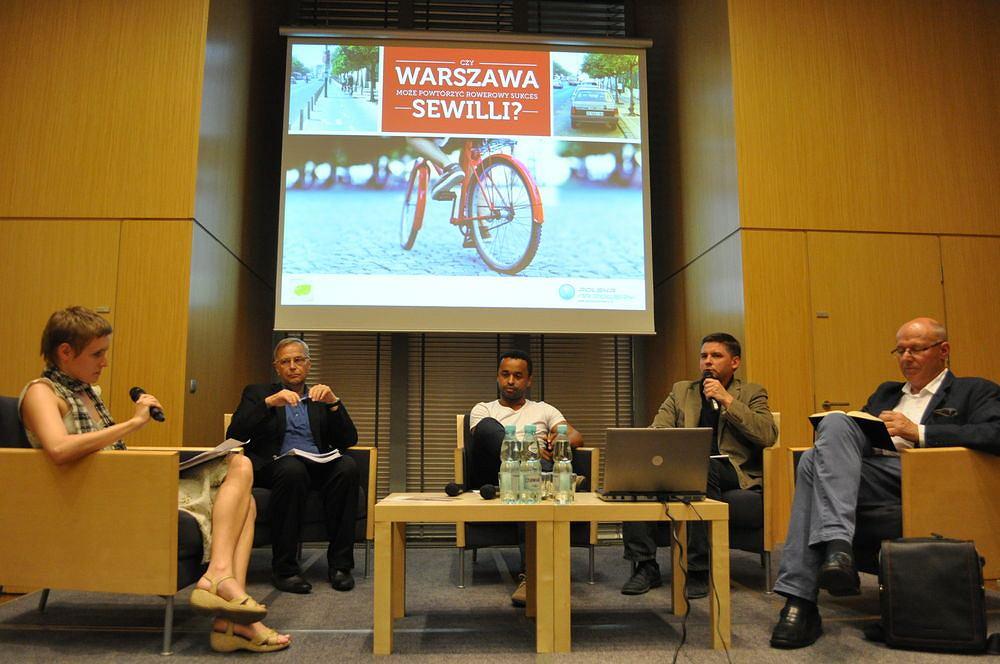 Debata o rowerowym cudzie w Sewilii w siedzibie Agory.