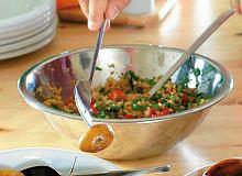 Sałatka z pomidorami bazylią i kuskusem - ugotuj