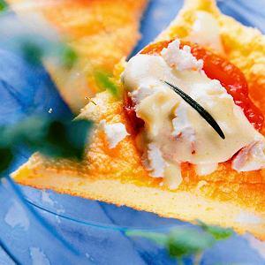 Omlet z kozim serem