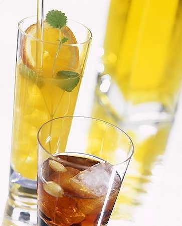 Jak obniżyć ciśnienie? Pij mniej alkoholu