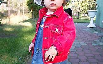 Roczne niemowlę: Dobrze jest móc samej wybrać się w drogę.