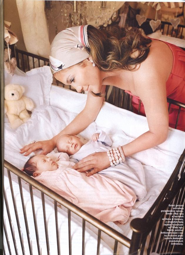Okładka Vivy! z Jennifer Lopez i jej bliźniakami.