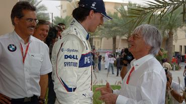 Robert Kubica odbiera gratulacje od Bernie'ego Ecclestone'a