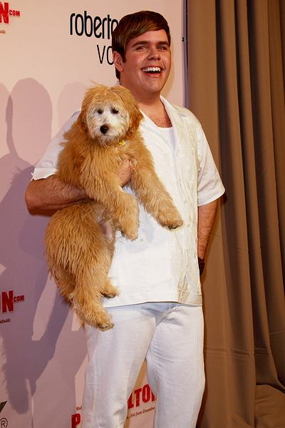 Perez Hilton z psem/Tina Gill / PR Photos