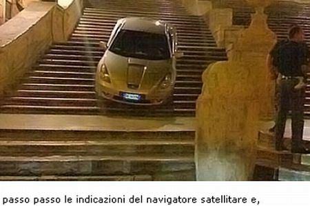 GPS skierował kierowcę na schody (fot. za informatrieste.eu)