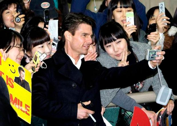 "Hollywood star Tom Cruise takes pictures with his South Korean fans upon his arrival at Kimpo International Airport in Seoul, South Korea, Friday, Jan. 16, 2009. Cruise came to Seoul on Friday to promote his new movie ""Valkyrie."" (AP Photo/ Lee Jin-man)"