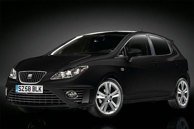 Seat Ibiza Black Edition. Pakiet stylizacyjny obejmuje, między innymi: nowe zderzaki oraz progi.