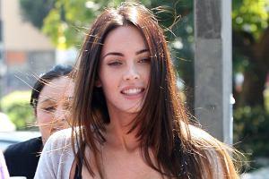 Megan Fox odwiedziła synka swojego chłopaka-nie-chłopaka Briana Austina Greene w jego szkole. Kto by nie chciał mieć takiej macochy? Więcej zdjęć Megan Fox na serwisie Bobery.pl