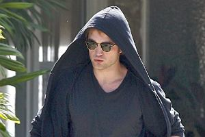 Na całym świecie miliony dziewczyn wzdychają do boskiego wampira z filmu Twilight. Ale czy Robert Pattinson jest aż symbolem seksu? Wygląda jak zwyczajny chłopak, który nieprzesadnie dba o wygląd. A wśród czytelniczek Plotka są jego fanki?