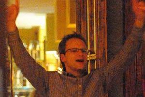 Piotr Adamczyk poszedł za przykładem kolegów po fachu i również zainwestował w restaurację. Na otwarcie zawitało wiele osób z show-biznesu. Pojawili się Borys Szyc, Tomasz Karolak, Maciej Zień i rozentuzjazmowany Maciej Stuhr. Ciekawe, czy interes wypali.