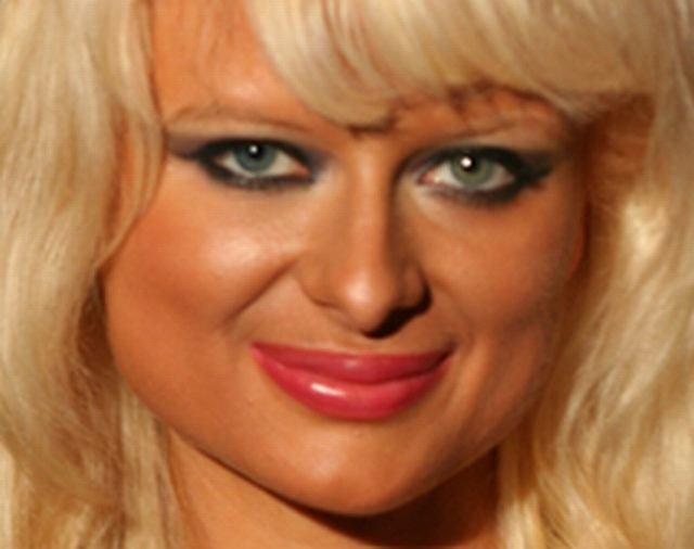 Natalie Reid jest znana tylko z powodu swojego podobieństwa do Paris Hilton. Dziewczyna bywa na imprezach i lansuje się, więc właściwie robi dokładnie to samo co Paris. Myślicie, że jest ładniejsza czy brzydsza?