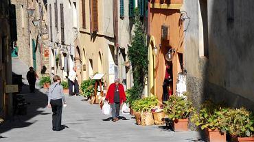 Via Ricasoli w Montalcino