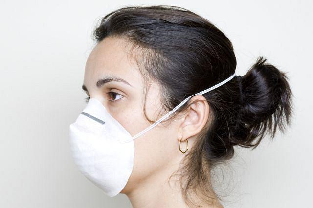 Wirus grypy atakuje bardzo szybko, choroba zaczyna się nagle i towarzyszy jej silne osłabienie.