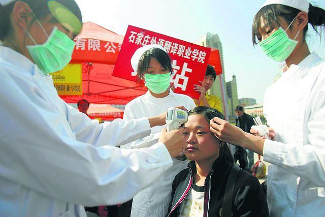 Chińczycy szczególnie obawiają się świńskiej grypy. Mają już bowiem doświadczenia z jej kuzynką - ptasią grypą. Świat bał się jej w 2005 roku. Na ptasiego wirusa zmarło kilkaset osób, najwięcej w Azji