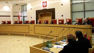 Trybunał rozpoznał skargę w pełnym składzie 13 sędziów. Zdanie odrębne zgłosiła sędzia Ewa Łętowska