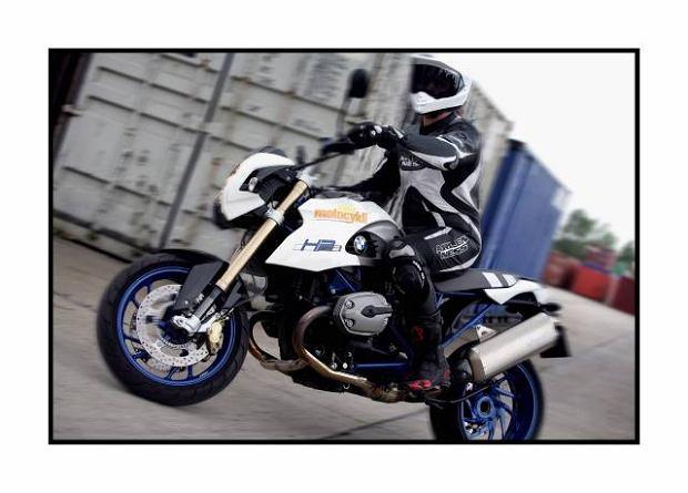 BMW R 1200 HP2 MEGAMOTO  testuje Szymon Dziawer (zdj. dla magazynu Swiat Motocykli)