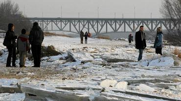 Spacer nad brzegiem Wisły w okolicach Płocka