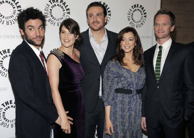 """""""How I Met Your Mother"""" cast members, from left, Josh Radnor, Cobie Smulders, Jason Segel, Alyson Hannigan and Neil Patrick Harris pose together at a celebration for the 100th episode of the television series, at The Paley Center for Media in Beverly Hills, Calif., Thursday, Jan. 7, 2010. (AP Photo/Chris Pizzello)"""