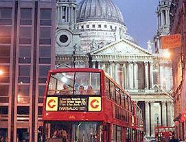 Autobus miejski na ulicach Londynu