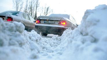 99 wypadków i 12 zabitych - bilans po pierwszym dniu opadów śniegu