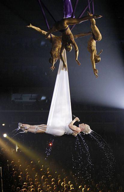 Zdjęcie numer 17 w galerii - Dwie największe triumfatorki Grammy 2010 [galeria]