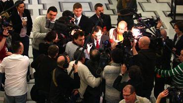 Swołocz jedna - miał zwrócić się do dziennikarzy Sobiesiak idący do sali przesłuchań