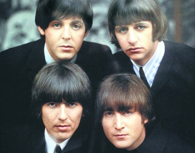 The Beatles na okładce albumu z 1965 r. Od lewej (u góry) Paul McCartney i Ringo Starr, niżej George Harrison i John Lennon