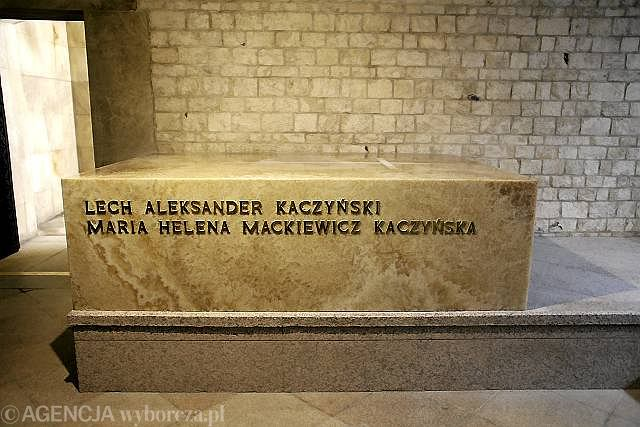 Montaż sarkofagu zakończył się w sobotę rano - na dzień przed pogrzebem pary prezydenckiej