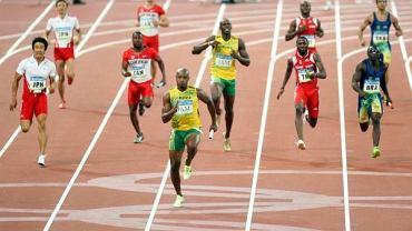 Usain Bolt wygrywa bieg na Igrzyskach Olimpijskich w Pekinie