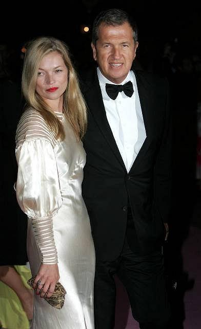 Kate Moss i peruwiański fotograf mody Mario Testino gali Golden Age of Couture w Victoria&Albert Museum
