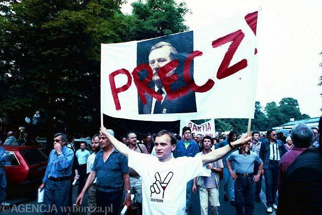 4 czerwca 1993, warszawska manifestacja zorganizowana przez Porozumienie Centrum, Ruch dla RP, Ruch III RP, Akcję Polską i Solidarność z Ursusa w rocznicę obalenia rządu Jana Olszewskiego