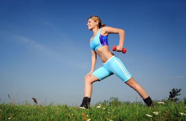 Wiosną najlepiej ćwiczyć na świeżym powietrzu.