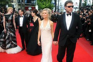 Ekipa najnowszego Robin Hooda wchodzi na otwierający festiwal w Cannes pokaz ich filmu. Russell Crowe z Danielle Spencer, w drugiej linii Cate Blanchett i producent Brian Grazer.