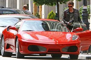 Kuba Wojewódzki uwielbia lansować się na drogach wypasionym samochodem. Najbardziej upodobał sobie czerwone ferrari.
