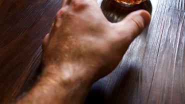 W miarę upływu czasu organizm osoby uzależnionej przyzwyczaja się do alkoholu