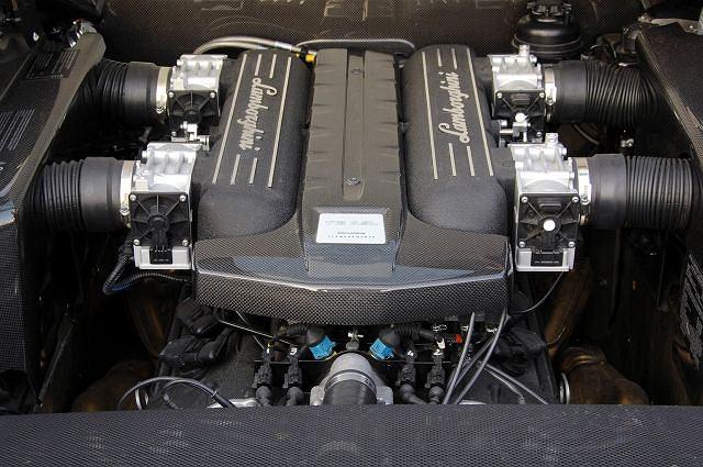 Lamborghini Murcielago - komora silnika