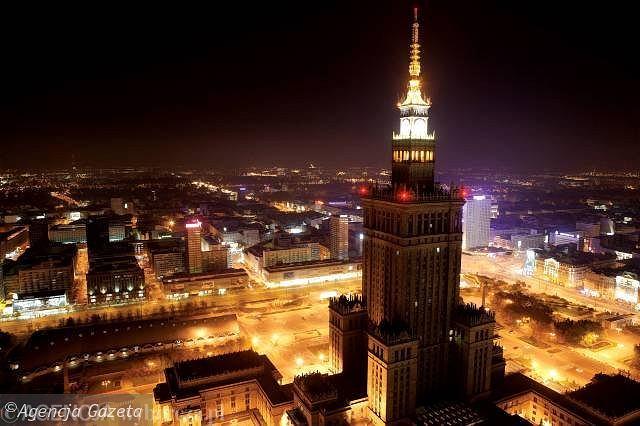 Pałac Kultury i Nauki to wciąż najwyższy budynek w Polsce, jego całkowita wysokość wynosi 237 m.