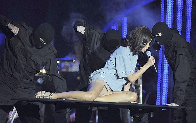 Momentami można było zobaczyć fragmenty bielizny Edyty Górniak. Gwiazda po prostu kipiała seksem!