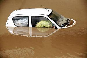 Auto po powodzi - okazja czy skarbonka bez dna?
