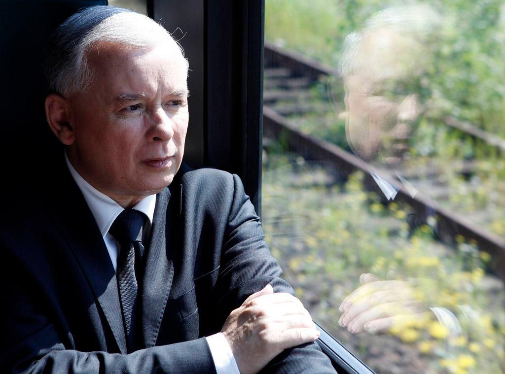 Jarosław Kaczyński w pociągu
