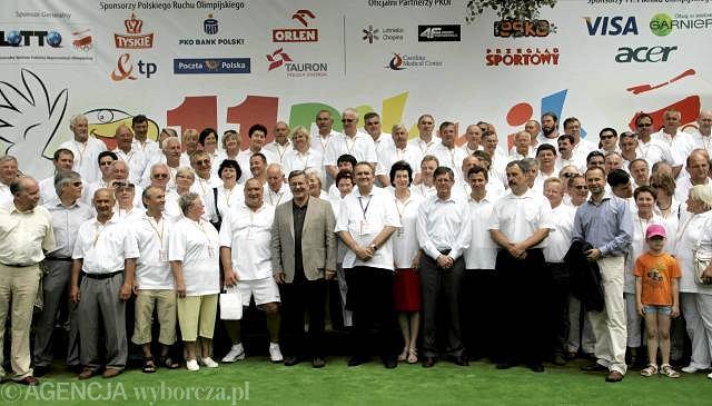 Piknik Olimpijski 2010 - wspólne zdjęcie Bronisława Komorowskiego z mistrzami sportu