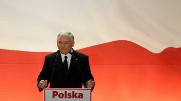 Wieczór wyborczy w sztabie Jarosława Kaczyńskiego to radość z wyniku i nadzieja na wygraną, bo wybory nie zostały jeszcze rozstrzygnięte