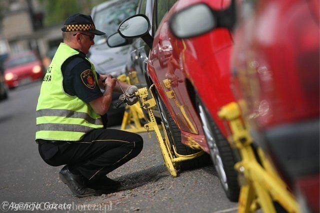 To, czy strażnik miejski założy blokadę na koło, zależy od jego 'widzimisię'